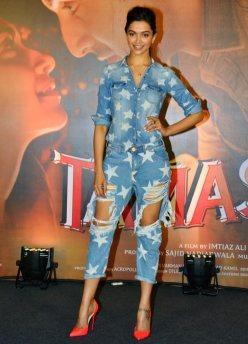 23deepika-tamasha-outfits4