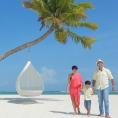 mandira-bedi-and-her-family-during-their-maldives-trip-201606-731198