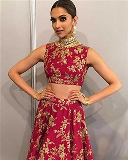 It-was-again-a-Sabyasachi-outfit-for-her_280616174123474_480x600