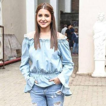 Look-sassy-like-Anushka-in-an-off-shoulder-top