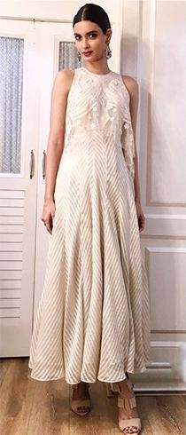 Diana-Penty-Tarun-Tahiliani-outfit-at-the-Kapil-Sharma-show-PakeezaAnchal.com_