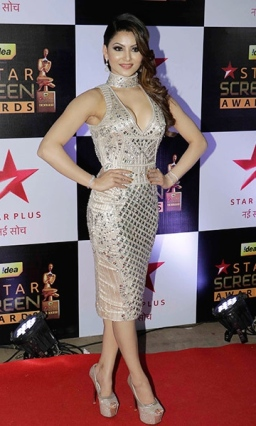 urvashi-rautela-on-the-red-carpet-during-star-screen-awards-2016-201612-848616